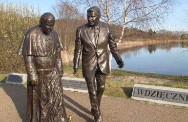 Pomnik nawiązuje do czasów walki o demokratyzację kraju...