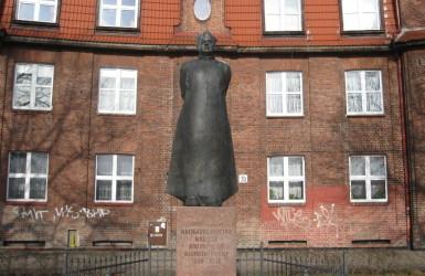 Pomnik bł. ks. Bronisława Komorowskiego