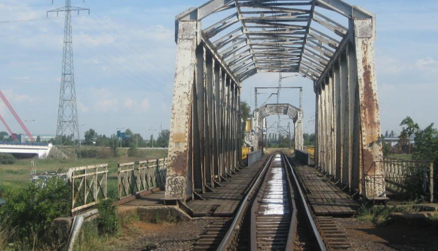 Zabytkowy most obrotowy nad Martwą Wisłą - rozebrany w 2015 roku
