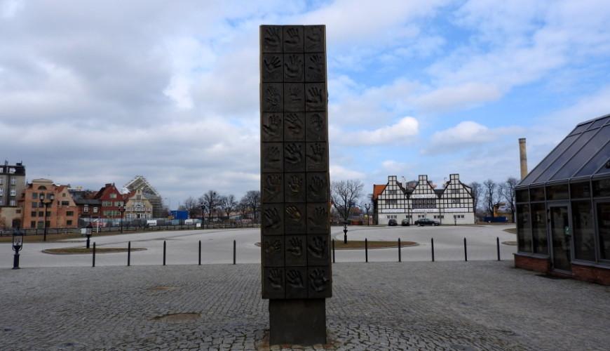 Obelisk w Bursztynowej Promenadzie Gwiazd