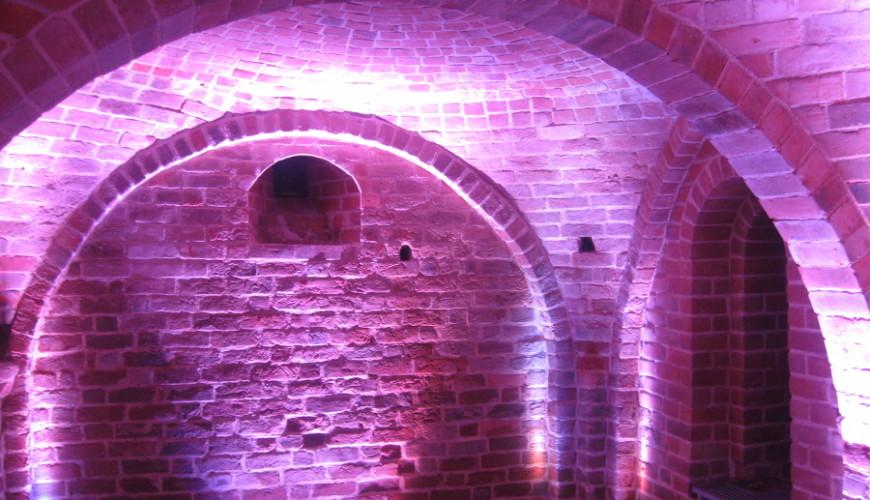 Piwnice romańskie - ich odkrycie było sensacją archeologiczną...