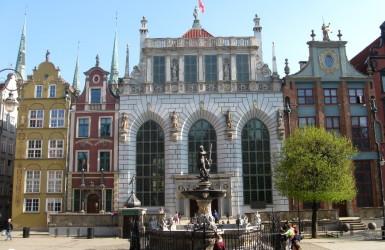 Dwór Artusa - dawniej i dziś reprezentacyjny salon miasta Gdańska