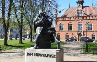 Pomnik odsłonięto w styczniu 2006 roku, podczas obchodów 395 rocznicy urodzin astronoma