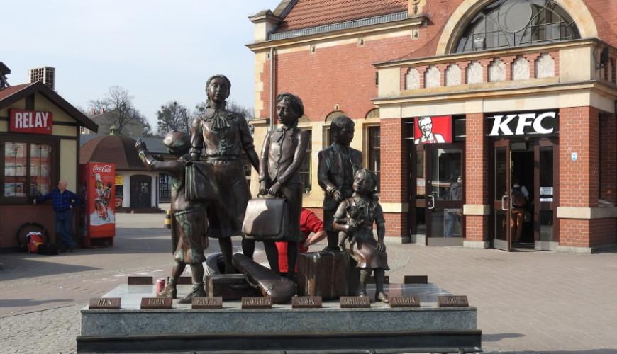 Autorem monumentu Frank Meisler - uratowany w ostatnim gdańskim Kindertransporcie