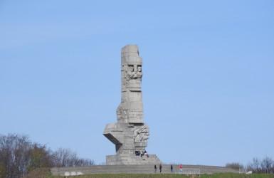 Pomnik Obrońców Wybrzeża - widok z Nowego Portu