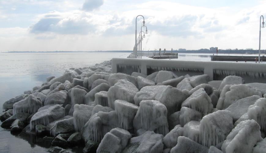 Sopockie molo w zimowej szacie