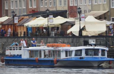Tramwaj wodny F5 przy Rybackim Pobrzeżu