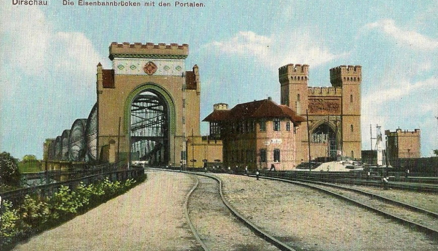 Widok z dworca w Tczewie na most kolejowy. Źródło: bazakolejowa.pl