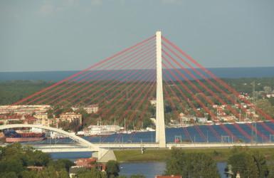 Most ciekawie komponuje się z portowo-stoczniowym tłem Gdańska