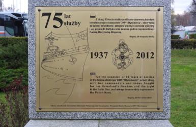 Pamiątkowa tablica przy Nabrzeżu Pomorskim
