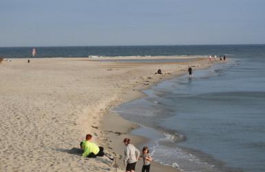 Cypel Helski otoczony wodami Zatoki Gdańskiej i Puckiej