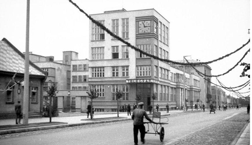 Urząd pocztowo-telegraficzny przy ulicy 10 Lutego.