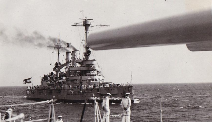 """Pancernik """"Schleswig-Holstein"""" w 1934 roku."""