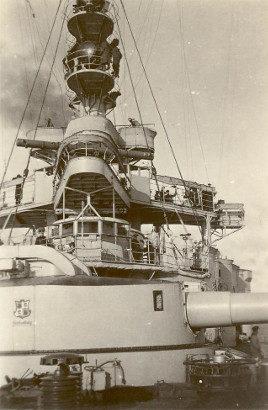 """Mostek kapitański pancernika """"Schleswig-Holstein""""."""