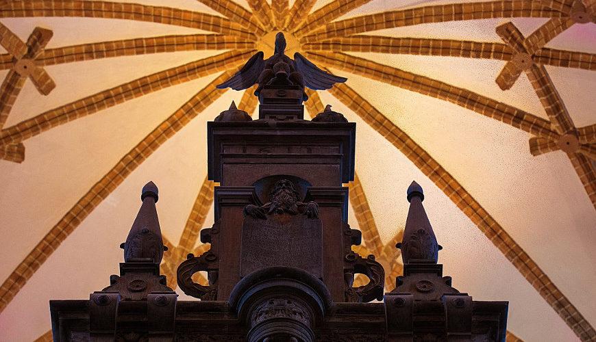 Największy polski ołtarz kamienny znajduje się w gdańskim kościele św. Jana.