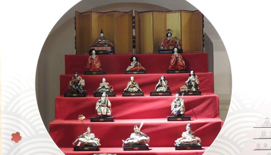 Dwór cesarski. Wystawa lalek w gdańskim Muzeum Etnograficznym.