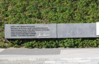 Pomnik papieski na Westerplatte.