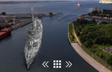 Pancernik Schleswig-Holstein wpływa do gdańskiego portu.