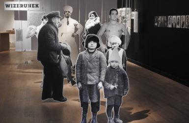 """Wystawa """"Co widzisz? Patrzenie na archiwalne fotografie Gdyni"""""""