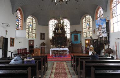 Kościelne wnętrze.