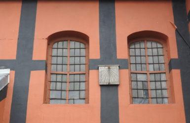 Drewniany zegar słoneczny z 1653 roku.