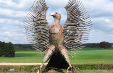 Metalowy orzeł powstał z okazji 35-lecia będomińskiego muzeum.