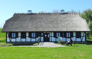 W Chacie Kaszubskiej wystawy dotyczące neolitycznej historii okolicy.
