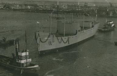 Kadłub Sołdka wreszcie na wodzie... Źródło: Narodowe Muzeum Morskie.