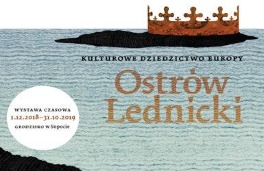"""Otwarcie wystawy """"Ostrów Lednicki - kulturowe dziedzictwo Europy"""" w sopockim Skansenie Archeologicznym."""