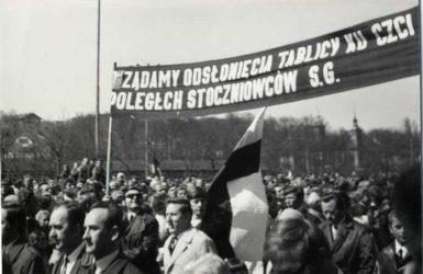 Przez całą dekadę lat siedemdziesiątych władze odmawiały upamiętnienia ofiar wydarzeń grudniowych. Autor Leszek Latos. Zdjęcie pozyskane z Europejskiego Centrum Solidarności.