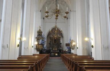 Wnętrze kościoła św. Piotra i Pawła.