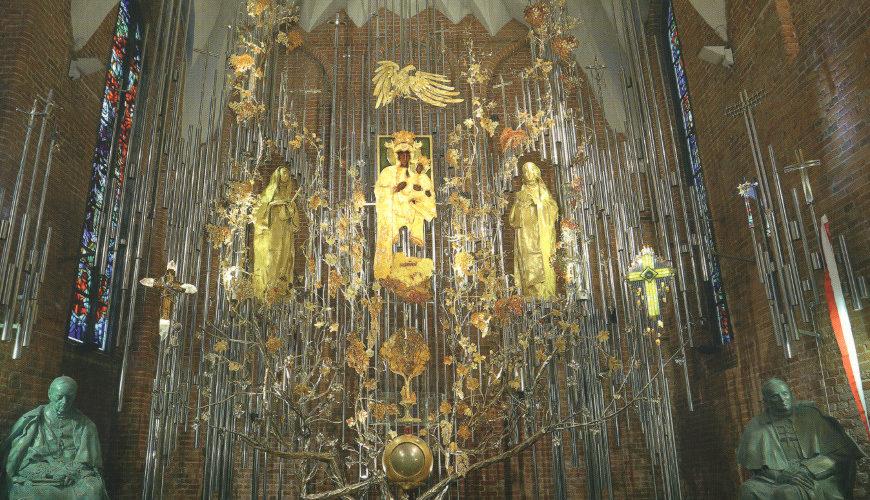 Bursztynowy Ołtarz Ojczyzny w kościele św. Brygidy.