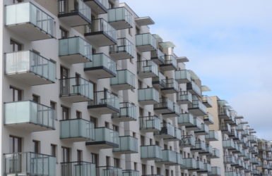 W Letnicy coraz więcej nowoczesnej zabudowy.
