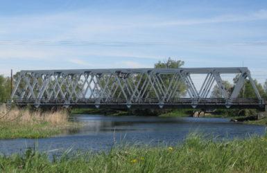 Na terenie Olszynki znajduje się jedyny most kolejowy nad Motławą.