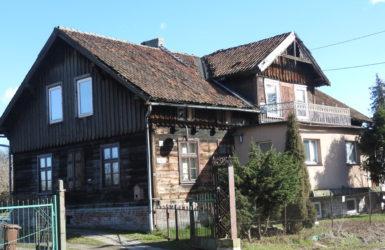 Dom przy ul. Modrej 23 - jeden z najstarszych budynków na terenie Olszynki.