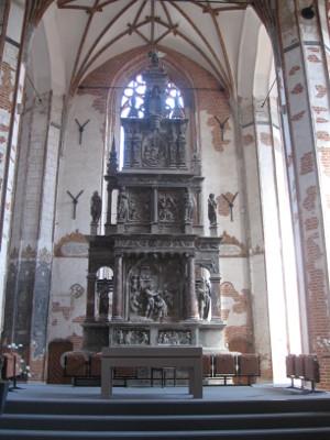 Ołtarz główny w kościele św. Jana.