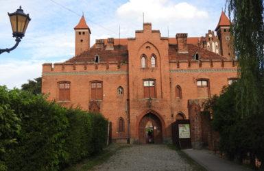 Pałacyk myśliwski ciekawie komponuje się z bryłą gniewskiej fortecy.