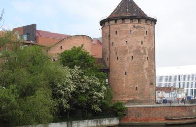 Brama Stągiewna powstała na początku XVI wieku.