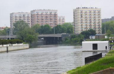 Na tym odcinku Nowa Motława oddziela Wyspę Spichrzów od Dolnego Miasta.