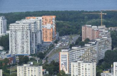 Po stronie prawej falowiec przy ul. Obrońców Wybrzeża.
