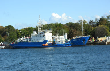 Hydrograficzny statek Zodiak.