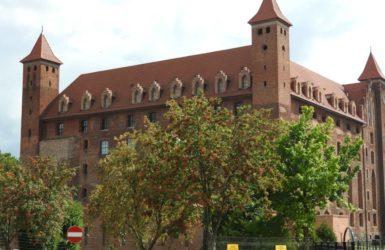 Historia zamku gniewskiego sięga przełomu XIII i XIV wieku.