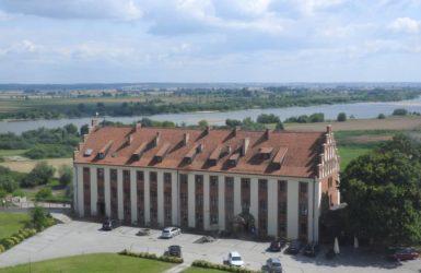 Hotel Zamek Gniew. W tle rzeka Wisła.